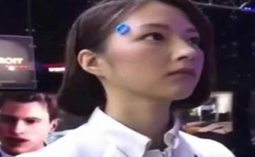 Robot Kadını Görenler Gerçek Sandı