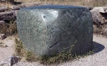 Antik Kentteki  Gizemli Yeşil Kaya